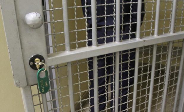 Najbliższe 3 miesiące w areszcie spędzi Paula S. z zachodniopomorskiego Szczecinka, której prokuratura zarzuca usiłowanie zabójstwa nowo narodzonego dziecka. Kobieta we wtorek urodziła syna w domu, a zaraz po porodzie dziecko wyrzuciła przez okno.