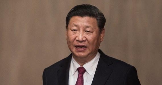"""Przywódca Chin Xi Jinping stał się najpotężniejszym człowiekiem świata, między innymi ze względu na nieskuteczność prezydenta USA Donalda Trumpa - pisze brytyjski tygodnik """"Economist""""."""