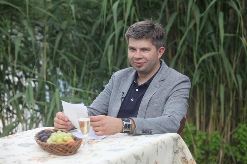 """Pojawiła się wspaniała wiadomość dotycząca Pawła Szakiewicza, uczestnika pierwszej edycji programu """"Rolnik szuka żony"""". Żona rolnika ujawniła, że jest w ciąży!"""