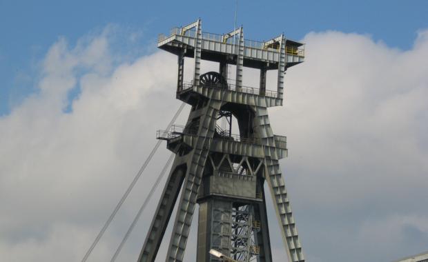 """Śląskie gminy spierają się o podatek po nieistniejącej już Kompanii Węglowej. Chodzi o prawie 45 milionów złotych. Osiem gmin górniczych wysłało Katowicom tak zwane """"przedsądowe wezwanie do zapłaty""""."""
