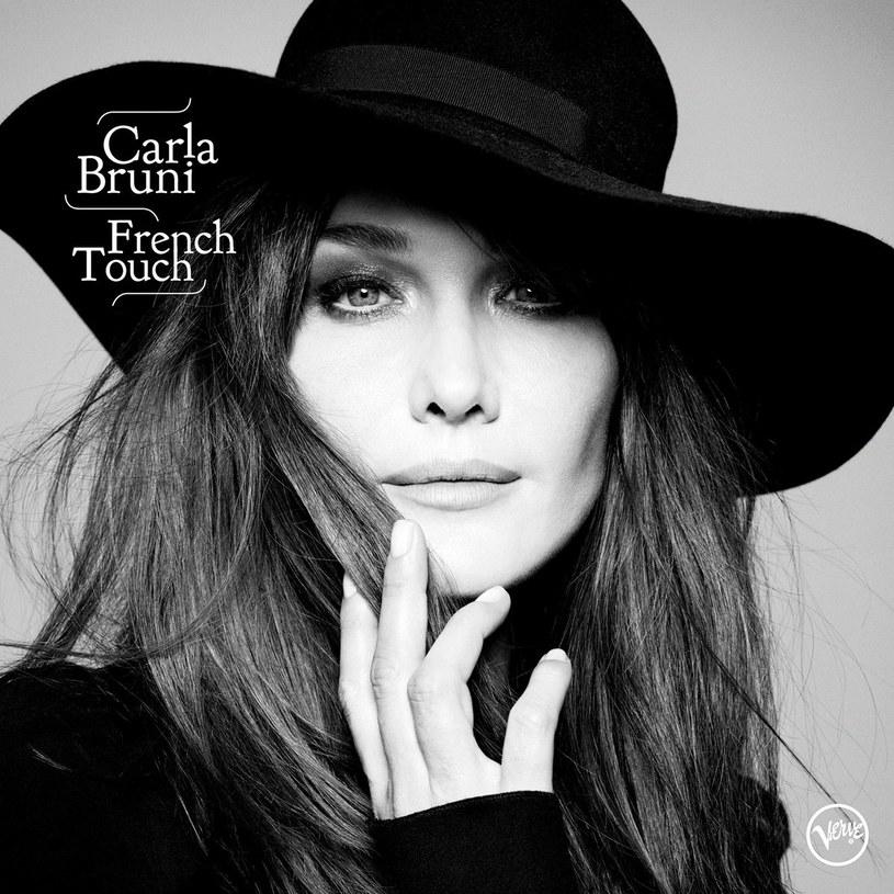 """Słuchajcie nowej płyty Carli Bruni szybko, bowiem prędko straci świeżość. Tak prędko, jak świąteczne drzewka czy kiczowate, plastikowe ozdoby, przedzierające się powoli do naszej codzienności. Przy słuchaniu """"French Touch"""" poczułam powiew przedświątecznej sklepowej gorączki."""