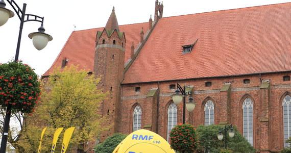 Znany jest z pokrzyżackiego kompleksu katedry i zamku, największej średniowiecznej wieży ustępowej czy pobliskiego mostu przez Wisłę, na który region czekał przez wiele lat. Do zaoferowania ma jednak o wiele więcej. Pomorski Kwidzyn jest dziś Twoim Miastem w Faktach RMF FM!