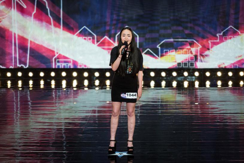 """16-letnia wokalistka Milena Le Minh awansowała od razu do półfinału """"Mam talent"""" dzięki Złotemu Przyciskowi od Małgorzaty Foremniak."""