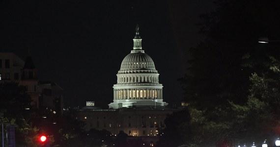 Frank Spula, prezes Kongresu Polonii Amerykańskiej, rozczarowany postawą Donalda Trumpa. Amerykański prezydent jeszcze jako kandydat przed wyborami w USA, niemal dokładnie rok temu w czasie spotkania z Polonią w siedzibie Kongresu w Chicago, obiecał zajęcie się sprawą wiz w ciągu pierwszych dwóch tygodni swojej prezydentury. Mijają miesiące, a tymczasem w tej sprawie nic się nie zmieniło.