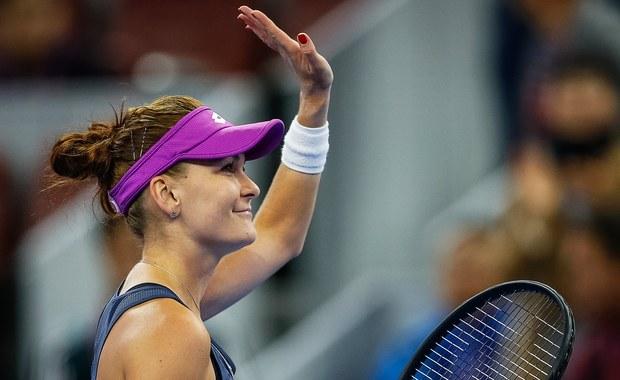 Agnieszka Radwańska spadła o jedną pozycję i w najnowszym notowaniu rankingu WTA Tour zajmuje 19. miejsce. Poprzednio równie nisko tenisistka z Krakowa była w 2008 roku. W czołówce nie doszło do żadnych zmian - liderką nadal jest Rumunka Simona Halep.