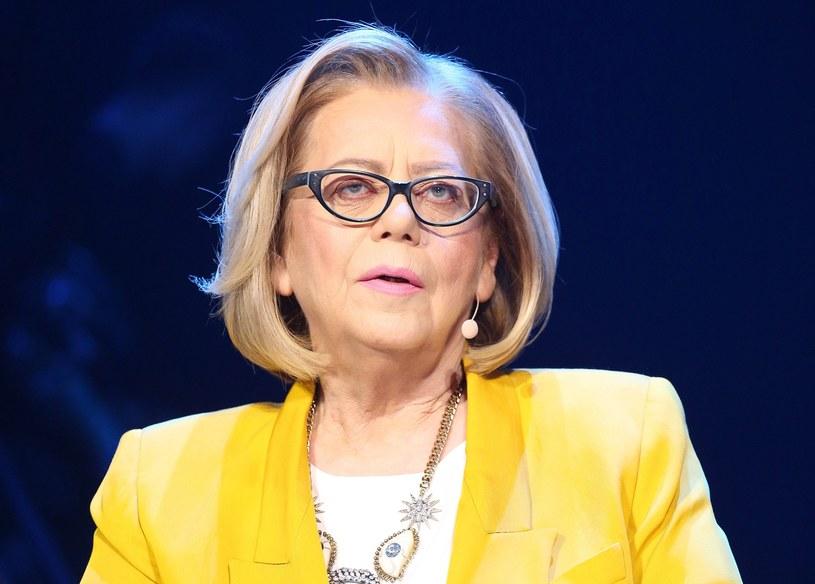 """Jest jedną z najpopularniejszych jurorek w Polsce, a jej opinie mogą wpłynąć na karierę niemal każdego artysty w naszym kraju. O kogo chodzi? O Elżbietę Zapendowską. Jak wyglądała w młodości jurorka znana z """"Idola"""" i """"Must Be The Music"""" i co robiła w przeszłości?"""