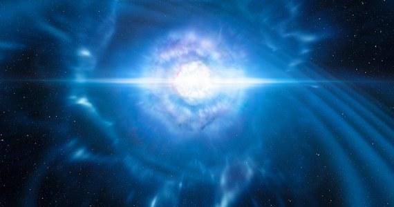 """Europejskie Obserwatorium Południowe (ESO) ogłosiło, że należące do tej instytucji teleskopy, wraz z innymi obserwatoriami astronomicznymi na świecie, po raz pierwszy w historii zaobserwowały proces zderzania się i łączenia gwiazd neutronowych. Międzynarodowy zespół astronomów w kilku publikacjach na łamach czasopisma """"Nature"""" ogłosił wyniki badań obiektu, który po raz pierwszy można było obserwować zarówno dzieki detekcji fal grawitacyjnych, jak i promieniowania elektromagnetycznego. W programie badań uczestniczyli też polscy astronomowie. Do odkrycia doszło niespełna dwa lata po pierwszej obserwacji fal grawitacyjnych."""