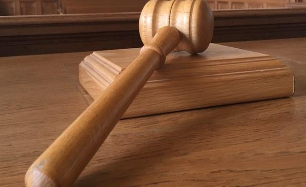 """Na dożywotnie pozbawienie wolności skazał warszawski sąd Daniela P., któremu prokuratura zarzuciła zabójstwa dwóch kobiet trudniących się prostytucją. """"To zadziwiające, że dokonał takich czynów"""" - ocenił sąd. Wyrok Sądu Okręgowego Warszawa-Praga jest nieprawomocny. Obrona zapowiada, że """"najprawdopodobniej złoży apelację""""."""