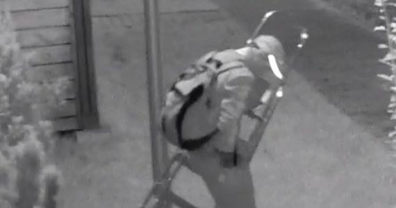 Poznańska policja poszukuje złodzieja, który w lipcu ukradł rower. Moment ten zarejestrował osiedlowy monitoring. Na filmie widać, jak mężczyzna po drabinie wchodzi na balkon i kradnie dwuślad.