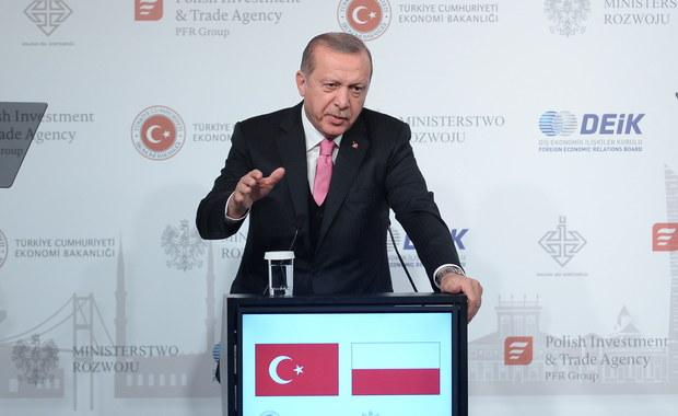 Spotkanie premier Beaty Szydło z prezydentem Turcji Recepem Erdoganem, które miało odbyć się we wtorek, zostało odwołane - poinformowało Centrum Informacyjne Rządu.