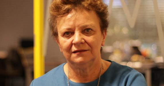 """""""Być może dojdzie do tego. To zależy od strony rządowej"""" - mówi w Popołudniowej rozmowie w RMF FM wiceprzewodnicząca Ogólnopolskiego Związku Zawodowego Pielęgniarek i Położnych Longina Kaczmarska, pytana o to, czy dojdzie do ogólnopolskiego strajku w służbie zdrowia. Czy pielęgniarki mają powód, by protestować? Gość Marcina Zaborskiego stwierdza, że """"pielęgniarki i położne zostały skrzywdzone ustawą o najniższym wynagrodzeniu pracowników medycznych"""". """"Parlament polski zabrał pielęgniarkom to, co dał im minister Zembala"""" – mówi Kaczmarska. """"Pielęgniarki są przeciążone, są zmęczone"""" – podkreśla. Czy więc będą protestować? """"Mamy 19 października nadzwyczajne posiedzenie zarządu krajowego i wtedy będą decyzje"""" – odpowiada. Czy dziś pielęgniarka zarabia tyle, co młody lekarz? """"Nie uwierzę w to, że tak jest. (…)"""" – odpowiada wiceprzewodnicząca OZZPiP. """"Nie mówię, że pielęgniarki powinny zarabiać więcej. Ale pielęgniarka i rezydent - to powinien być mniej więcej ten sam poziom wynagrodzenia"""" – stwierdza. Przyznaje też, że """"politycy chcą ugrać na protestach grup zawodowych"""". """"Nie do końca są mile widziani (na demonstracjach - przyp. red.), to jest niesmaczne. (...) Nie wierzę już żadnej partii politycznej"""" - dodaje."""
