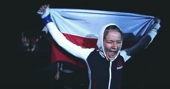 W najbliższą sobotę UFC, czyli największa organizacja MMA na świecie, zawita do Gdańska. Trójmiejskiej publiczności zaprezentują się między innymi Donald Cerrone, Darren Till oraz Jan Błachowicz i Karolina Kowalkiewicz. Trzecia zawodniczka listy kategorii słomkowej została bohaterką najnowszej odsłony cyklu On The Fly. W filmie Polka zdradza, że już niż może się doczekać najbliższej walki.
