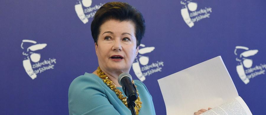 Prezydent Warszawy Hanna Gronkiewicz-Waltz została ukarana 3 tysiącami złotych grzywny za niestawienie się przed komisją weryfikacyjną, która w środę rozpatrywała reprywatyzację nieruchomości przy ul. Nowogrodzkiej 6a. Gronkiewicz-Waltz konsekwentnie odmawia stawiennictwa przed komisją, argumentując, że jest ona niekonstytucyjna. Przed środowym posiedzeniem komisja zdążyła nałożyć na prezydent Warszawy grzywny opiewające łącznie na 37 tysięcy złotych.
