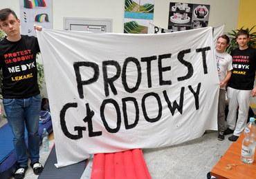 Lekarze rezydenci: Do końca tygodnia protest głodowy w czterech kolejnych miastach