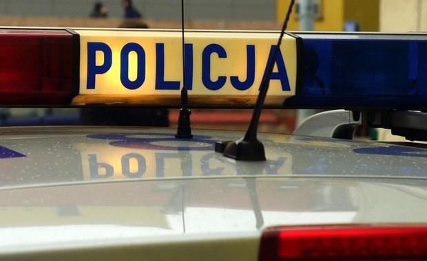Makabryczna zbrodnia w Mirowie Starym niedaleko Szydłowca na Mazowszu. Policjanci odnaleźli zakopane zwłoki poszukiwanego 22-latka.