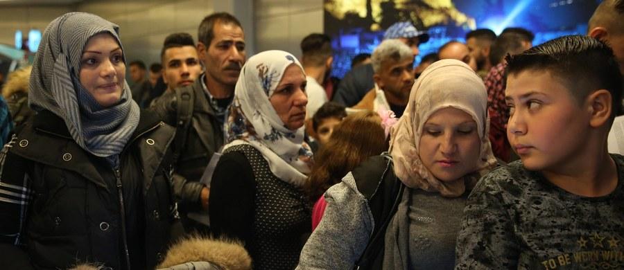 To bardzo spóźniony, ale dobry moment by wycofać się z systemu relokacji uchodźców - mówią członkowie polskiej delegacji do Brukseli, gdzie po południu rusza szczyt Rady Europejskiej. Jednym z tematów będzie kwestia kryzysu imigracyjnego.