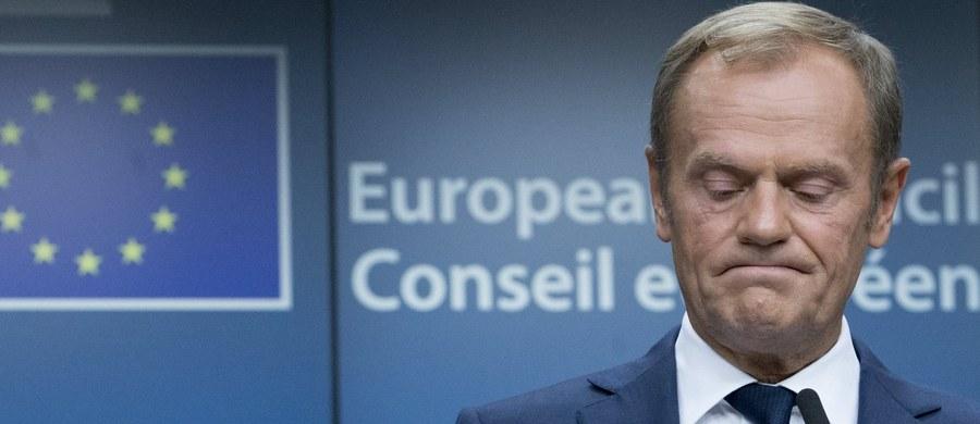 """""""Cieszę się z nagłego nawrócenia Donalda Tuska, który dotychczas konsekwentnie chciał przymusowego osiedlania uchodźców w krajach członkowskich Unii Europejskiej, w tym także w Polsce"""" – stwierdził europoseł PiS Ryszard Czarnecki. """"Przed 1,5 roku poparł propozycje Komisji Europejskiej karania grzywnami krajów członkowskich w wysokości ćwierć miliona euro za każdego nieprzyjętego uchodźcę. Dobrze, że zmienił zdanie. Szkoda tylko, że w momencie, kiedy wszyscy wiedzieli, że upłynął termin, w którym ten projekt mógł zafunkcjonować"""" – dodał."""