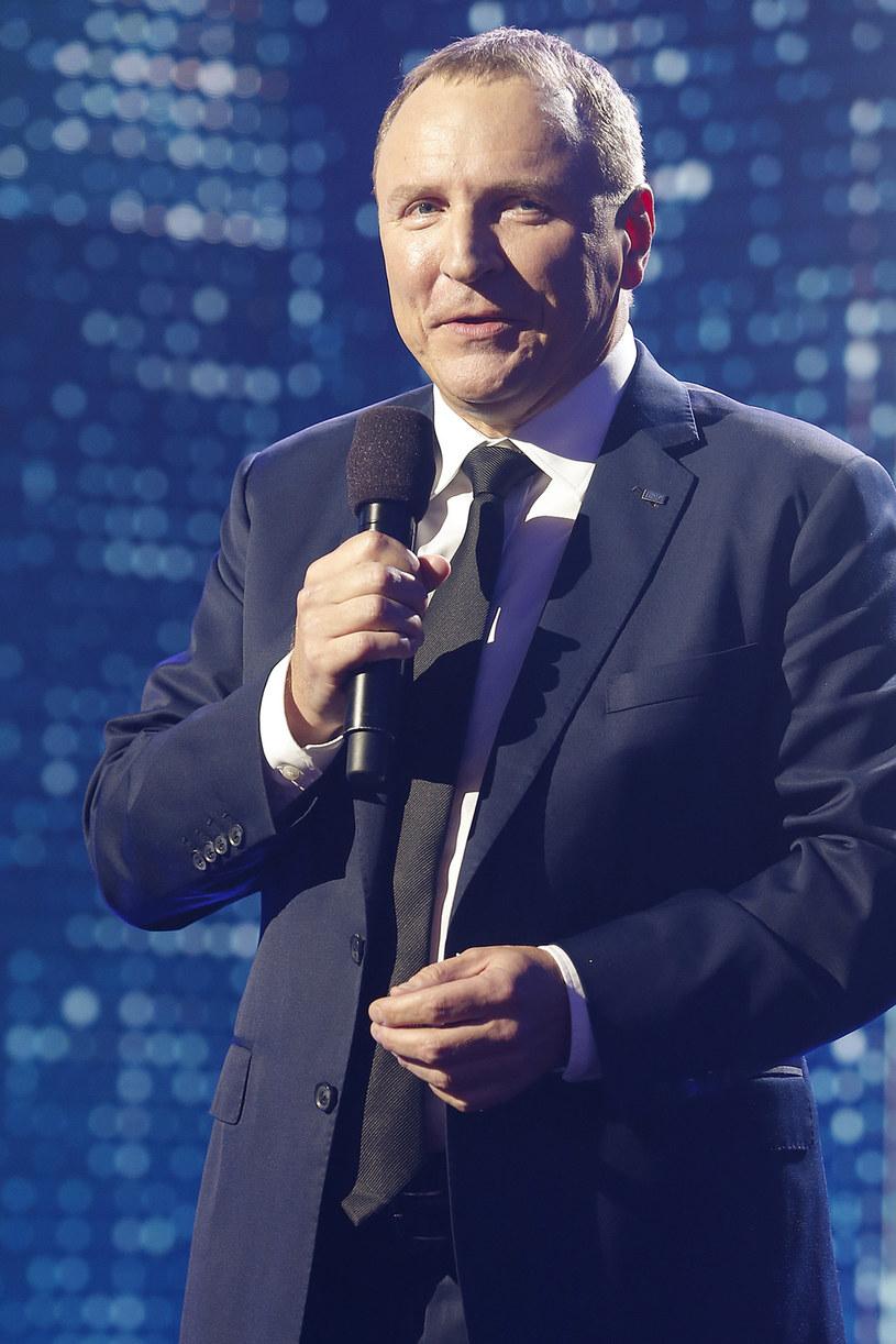 """""""Apelujemy do Prezesa Telewizji Polskiej SA Pana Jacka Kurskiego o to, aby nie angażował Telewizji Polsat w jakiekolwiek rozgrywki polityczne"""" - napisał w specjalnym oświadczeniu rzecznik prasowy stacji, Tomasz Matwiejczuk. To reakcja na wywiad, jakiego Kurski udzielił """"Rzeczpospolitej""""."""