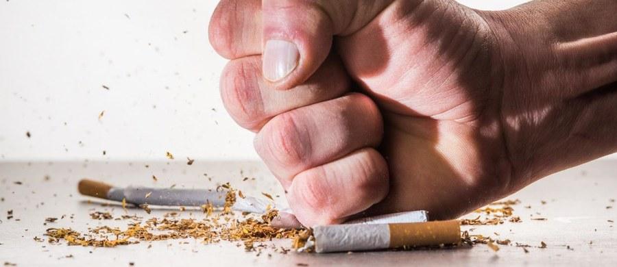 Połowa palaczy myśli o rzuceniu palenia. Tak przynajmniej wynika z danych warszawskiego Centrum Onkologii. Jeśli Ty też masz taki cel, przedstawiamy 10 trików, które Ci to ułatwią.