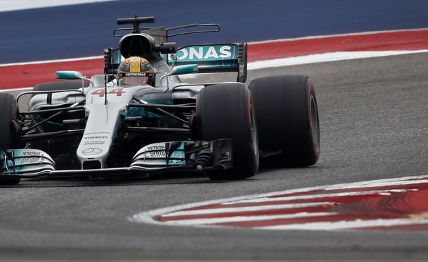Lider klasyfikacji generalnej mistrzostw świata Formuły 1 Brytyjczyk Lewis Hamilton, kierowca zespołu Mercedes, był najszybszy na dwóch piątkowych treningach przed niedzielnym wyścigiem o Grand Prix USA na torze w Austin.