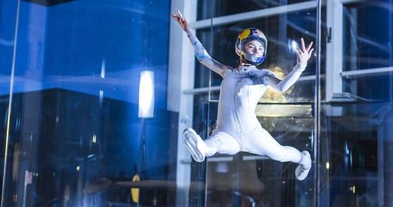 """Maja Kuczyńska została wicemistrzynią świata w indoor skydivingu - lataniu w tunelu aerodynamicznym. W konkurencji """"freestyle"""" 17-letnia Polka przegrała tylko z Rosjaninem Leonidem Wołkowem."""