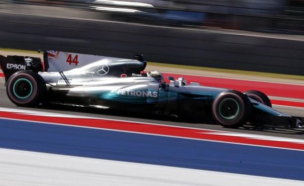 Brytyjczyk Lewis Hamilton (Mercedes GP) wygrał w Austin w Teksasie wyścig Formuły 1 o Grand Prix USA, 17. rundę mistrzostw świata, i umocnił się na pozycji lidera klasyfikacji generalnej cyklu. To jego dziewiąte zwycięstwo w sezonie, a 62. w karierze. W Austin triumfował po raz czwarty z rzędu.