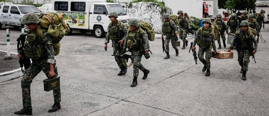 Minister obrony Filipin Delfin Lorenzana oświadczył w poniedziałek, że zakończyły się trwające od pięciu miesięcy walki między armią a islamistami w mieście Marawi na wyspie Mindanao na południu kraju.