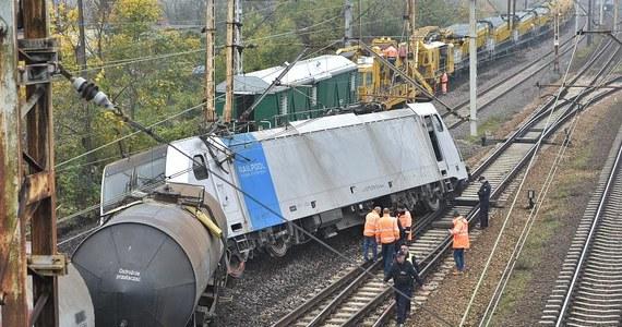 W Gnieźnie (woj. wielkopolskie) wykoleił się pociąg towarowy z cysternami przewożącymi siarkę – poinformował Zbigniew Wolny z PKP PLK. Nikt nie ucierpiał, nie doszło też do wycieku z cystern.