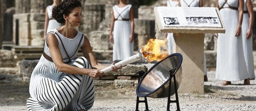 W starożytnej Olimpii zapalono pochodnię, z której ogień 9 lutego posłuży do zapalenia znicza zimowych igrzysk olimpijskich w południowokoreańskim Pjongczangu. Z powodu pochmurnej pogody użyto wcześniej przygotowanej lampy.