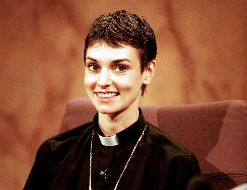 To był jeden najbardziej bulwersujących momentów w historii amerykańskiej telewizji. Sinead O'Connor podarła na wizji zdjęcie Jana Pawła II, co wywołało mnóstwo kontrowersji oraz sporo nieprzyjemności dla samej gwiazdy.