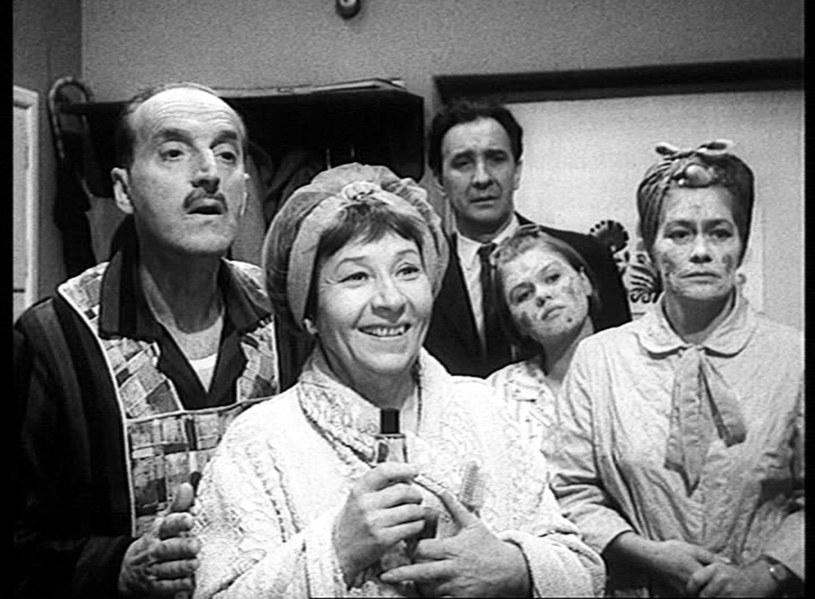 """Serial okazał się strzałem w dziesiątkę. Widzowie pokochali """"Wojnę domową"""" i po ponad 50 latach od premiery, która odbyła się 24 października 1965 roku, wciąż chętnie oglądają powtórki. A jak to się zaczęło?"""