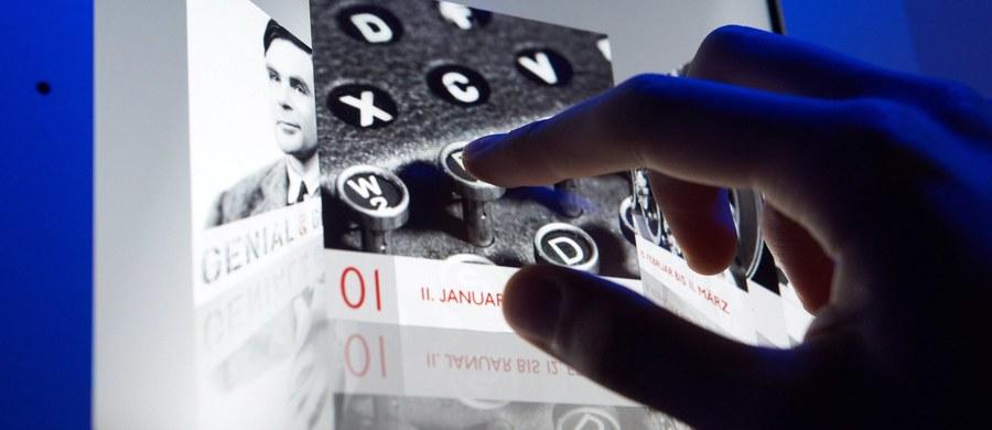 Wystawę poświęconą pionierskiej działalności brytyjskich szyfrantów otwarto w Muzeum Fitzwilliama w Cambridge. Można na niej podziwiać Enigmę, niemiecką maszynę do kodowania wojskowych rozkazów oraz dokumenty związane z życiem wybitnych matematyków, którzy przyczynili się do złamania jej kodu.