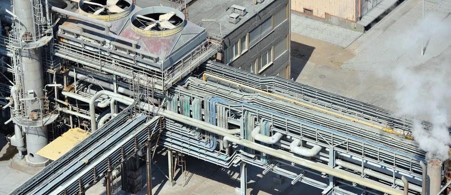 Dramatyczna dla polskiego przemysłu chemicznego decyzja Parlamentu Europejskiego w sprawie niskich limitów kadmu w nawozach. Jak donosi nasza dziennikarka Katarzyna Szymańska-Borginon, głównym wygranym głosowania w europarlamencie jest natomiast Rosja. Kadm to pierwiastek z grupy metali i występuję m.in. w fosforytach, z których produkowane są nawozy.