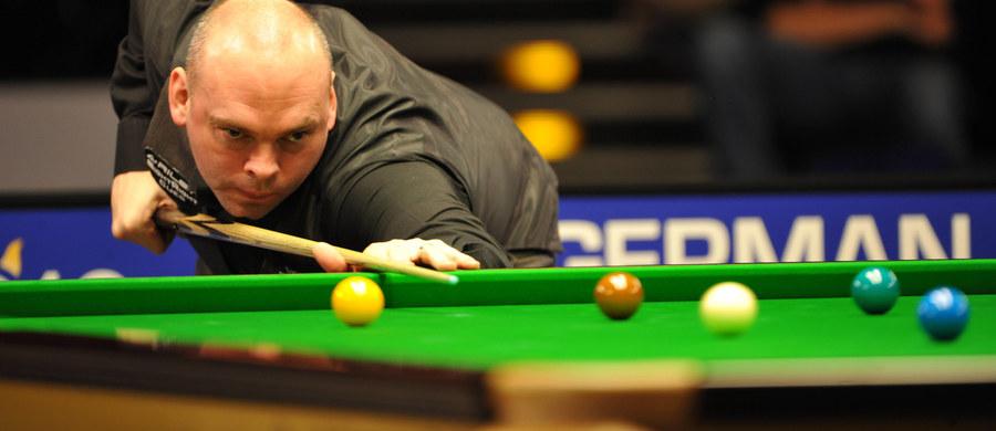 Były mistrz świata w snookerze Stuart Bingham został zawieszony na sześć miesięcy za obstawianie u bukmacherów wyników meczów, w tym także tych, w których sam brał udział. Regulamin złamał w ten sposób wielokrotnie w latach 2003-15.