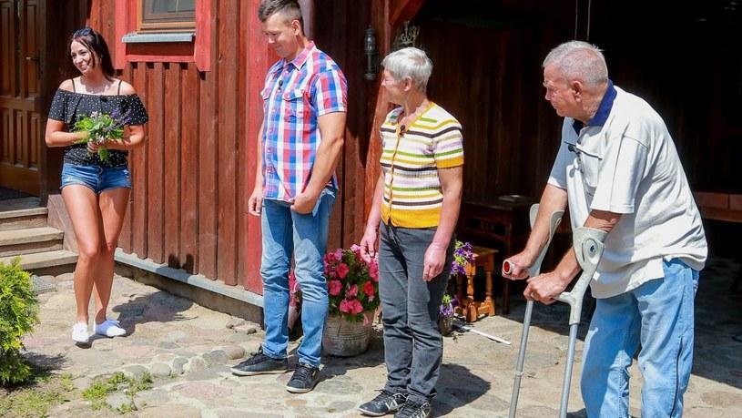 """W siódmym odcinku """"Rolnik szuka żony 4"""" w domu Piotra pojawiła się nowa kandydatka. Skąd wzięła się Kasia?"""