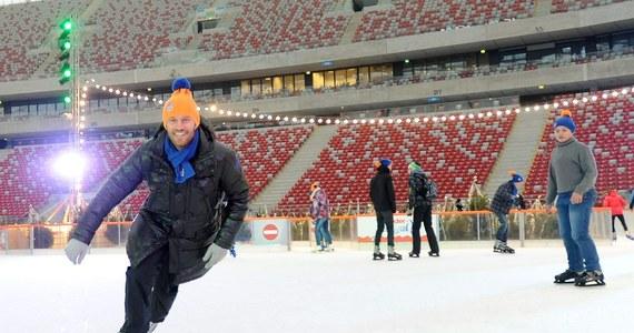 Najwybitniejszy polski hokeista w historii. Grał w najlepszej lidze świata - NHL. Wielokrotnie reprezentował Polskę na arenie międzynarodowej. Wystąpił na zimowych igrzyskach olimpijskich w 1992 roku. Ma za sobą genialną karierę sportową. W listopadzie natomiast wcieli się w rolę nauczyciela i poprowadzi zajęcia podczas największej w Polsce lekcji wychowania fizycznego, czyli Artur Siódmiak Camp! Z Mariuszem Czerkawskim rozmawia Jan Kałucki.