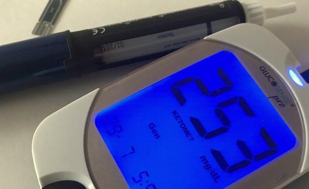 Dzięki sensorowi wszczepionemu pacjentowi choremu na cukrzycę, możliwe jest nieprzerwane monitorowanie poziomu glukozy przez 90 dni. Pierwszy w Polsce zabieg wszczepienia długoterminowego mikrosensora przeprowadzono w Szpitalu Miejskim im. Raszei w Poznaniu.