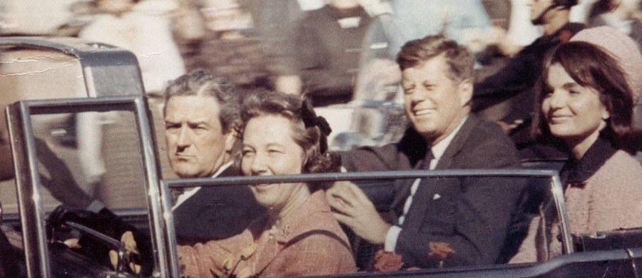 """Dziś - zgodnie z zapowiedzią prezydenta Donalda Trumpa - Amerykańskie Archiwa Narodowe udostępnią dokumenty o śmierci Johna F. Kennedy'ego. Czy rzucą nowe światło na wydarzenia sprzed ponad pół wieku? Czy uwiarygodnią teorię o spisku? """"Kwestia zabójstwa Kennedy'ego jest analizowana od lat, a Ameryka jest krajem uwielbiającym teorie spiskowe i wokół śmierci JFK narosło ich wiele"""" - mówi dr Marcin Fatalski z Katedry Amerykanistyki Uniwersytetu Jagiellońskiego."""
