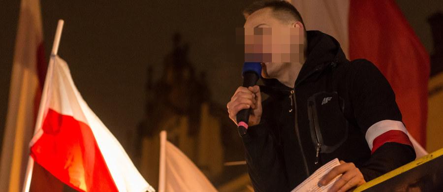 Wrocławski sąd uwzględnił wniosek prokuratury i zwrócił jej akt oskarżenia przeciwko byłemu księdzu Jackowi M. Mężczyźnie zarzucono nawoływanie do nienawiści na tle różnic wyznaniowych i narodowościowych.