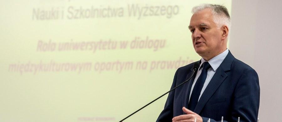 Mogę powiedzieć z ręką na sercu, że rozmów w sprawie rekonstrukcji rządu na szczeblu koalicyjnym nie było - zapewnił w Bydgoszczy lider Polski Razem, wicepremier Jarosław Gowin. Zaznaczył, że żadne definitywne decyzje w tej sprawie jeszcze nie zapadły.
