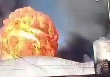 Kule ognia, kłęby dymu. Wielki pożar w fabryce tworzyw sztucznych