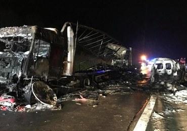 Ustalenia policji ws. wypadku na Śląsku. W jednym z aut spłonęły 2 osoby
