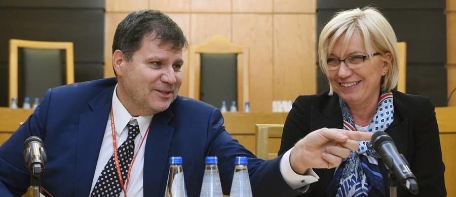 Mimo że zapadło jeszcze przed wtorkowym wyrokiem TK w sprawie zaskarżonych przez Rzecznika Praw Obywatelskich przepisów o Trybunale, postanowienie o niewyłączeniu z orzekania w niej tzw. sędziów-dublerów wciąż nie zostało przez TK ujawnione. Zdobyliśmy je: o tym, że sędziowie Muszyński i Cioch mogą orzekać w sprawie, która - zdaniem RPO - ich samych dotyczy, zdecydowali Grzegorz Jędrejek, Michał Warciński i prezes TK Julia Przyłębska.