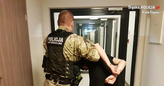 Czterej bracia z Rudy Śląskiej zostali aresztowani przez sąd pod zarzutem czynnej napaści na policjantów. Z butelkami i nożami w rękach zaatakowali funkcjonariuszy, gdy ci zatrzymywali jednego z nich.