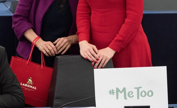 Kobiety pracujące w brytyjskim parlamencie założyły grupę na WhatsAppie. Ostrzegają się nawzajem przed mężczyznami, którzy molestują je seksualnie. Wśród wymiennych nazwisk są parlamentarzyści. Brytyjskie media nagłośniły te sprawę.