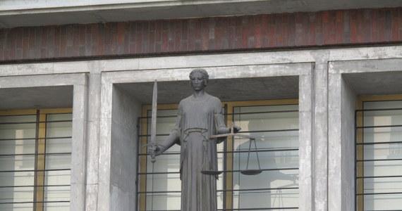 Bogini Sprawiedliwości powinna być bez skazy. A co, jeśli pod tym kątem rozpatrywać postępowanie kobiety-symbolu prawa w III RP? Czy zdaje ten test? Mój cykl poświęciłem pierwszej prezes Sądu Najwyższego oraz dwóm jej najzagorzalszym krytykom.