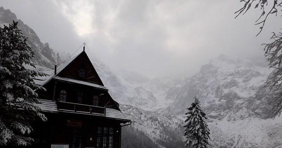 W Tatrach zaczyna się prawdziwa zima. Jak informuje nasz dziennikarz Maciej Pałahicki, nawet dojście do schroniska nad Morskim Okiem może być utrudnione z powodu leżącego na drodze śniegu. Tatrzański Park Narodowy apeluje do turystów, żeby rozważnie wybierali trasy wycieczek.
