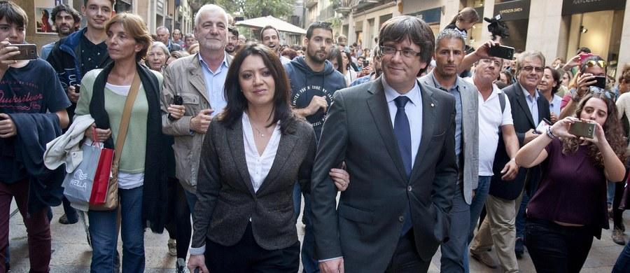 """Katalońska policja Mossos d'Esquadra cofnęła ę ochronę odwołanym przez Madryt dwunastu ministrom rządu Carlesa Puigdemonta, którym przysługiwała eskorta. Według jej władz decyzja jest """"techniczna, a nie polityczna""""."""