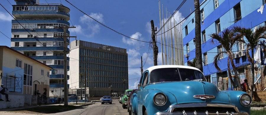 """Zarzuty jakoby władze kubańskie dokonywały """"ataków akustycznych"""", które spowodowały uszczerbek na zdrowiu dyplomatów USA w Hawanie, są """"polityczną manipulacją mającą zaszkodzić stosunkom amerykańsko-kubańskim"""" - oświadczył minister spraw zagranicznych Kuby Bruno Rodriguez. Rodriguez, który wypowiadał się w Waszyngtonie, określił te zarzuty jako """"całkowicie fałszywe"""". Dodał, że spowodowały one już """"znaczne pogorszenie"""" stosunków między rządami Kuby i USA."""