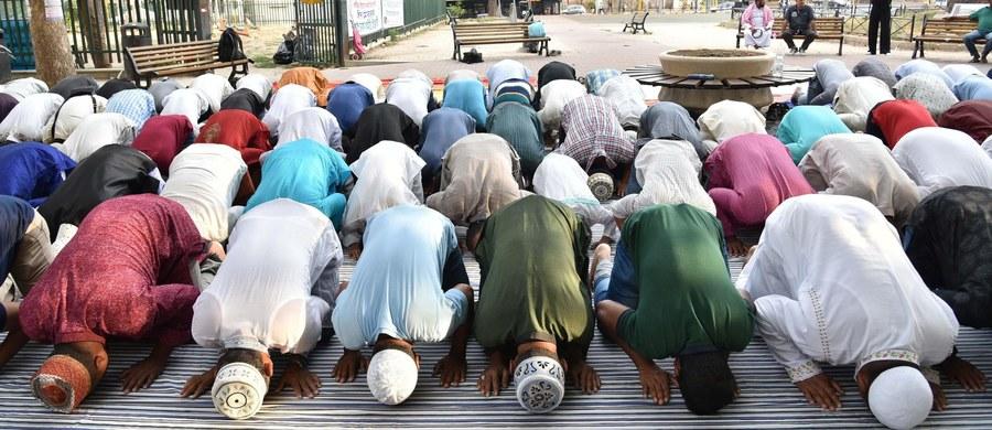 Więcej meczetów i muzułmańskich cmentarzy, uznanie przez państwo mięsa z uboju halal- to postulaty przedstawione władzom Włoch przez wspólnoty wyznawców islamu. Postanowiły one powołać Zgromadzenie Islamskie do prowadzenia rozmów z państwem.